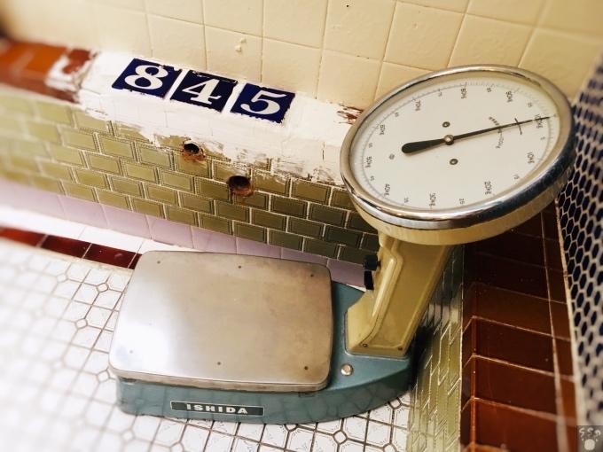 ハシゴカフェ 体重計