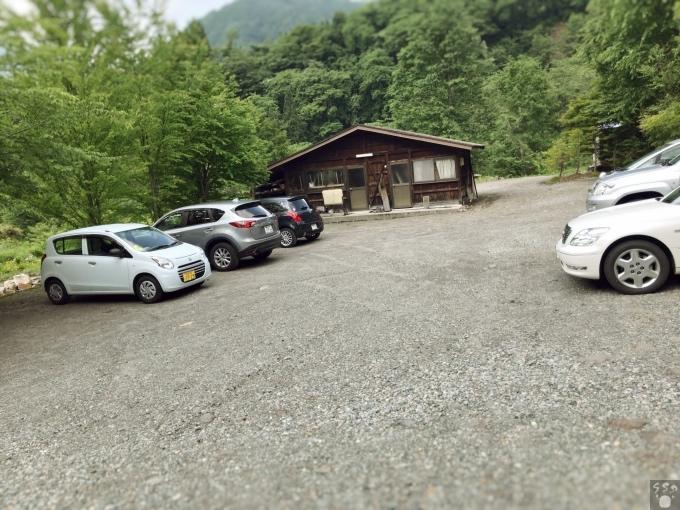 草円 駐車場